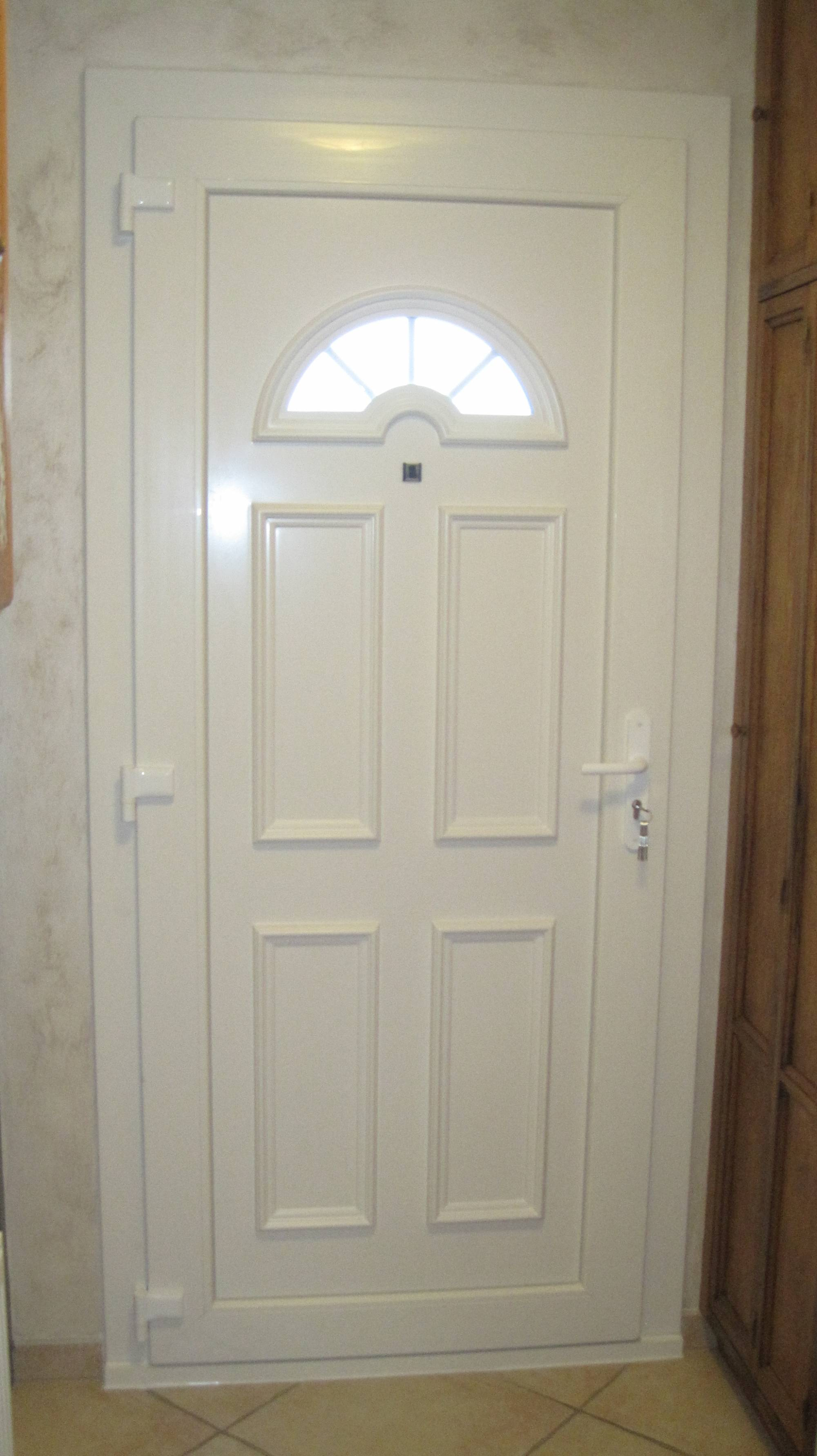 fabrication et pose de porte d 39 entr e classique en aluminium sur istres et dans tout les bouches. Black Bedroom Furniture Sets. Home Design Ideas