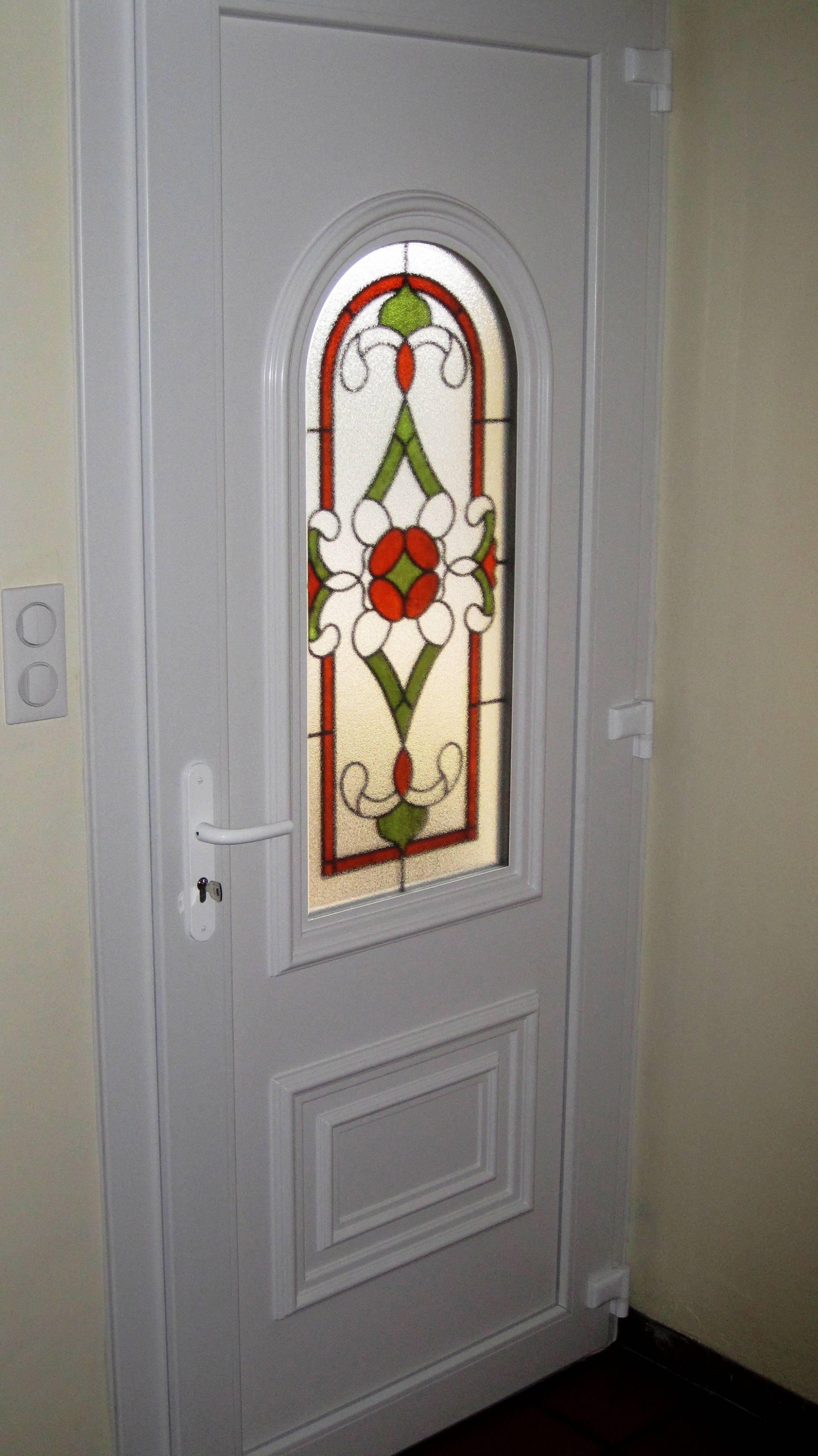 fabrication sur mesure de porte d 39 entr e classique en pvc sur istres. Black Bedroom Furniture Sets. Home Design Ideas